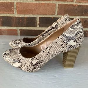 New Style & Co snake skin stacked heel pump